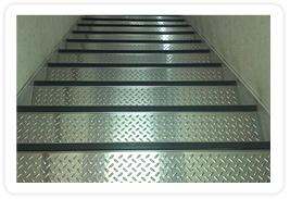 階段(ステンレスシマ板仕様)